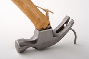 broken-hammer-pulling-nail